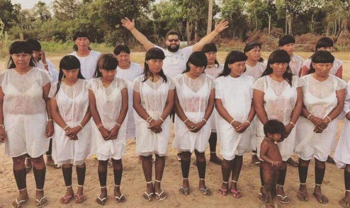 Pastor Isac Santos e os índios batizados