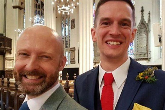Peter Matthews e Alistair Dinnie, gays que casaram numa igreja da Escócia
