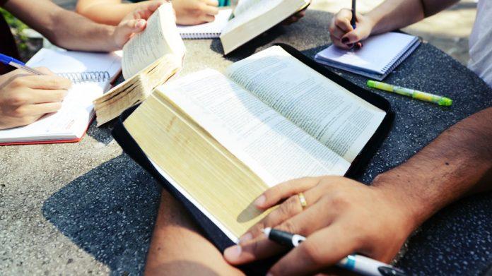 Grupo de estudo da Bíblia