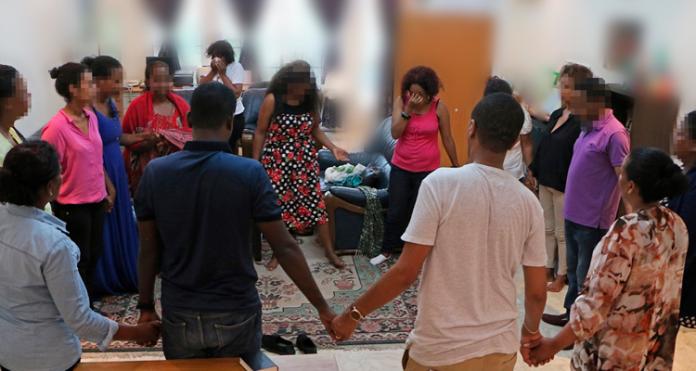 Cristãos orando na Eritreia