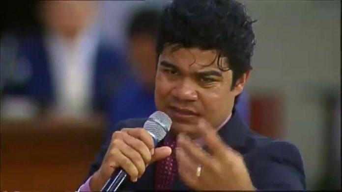 Pastor e cantor Samuel Mariano