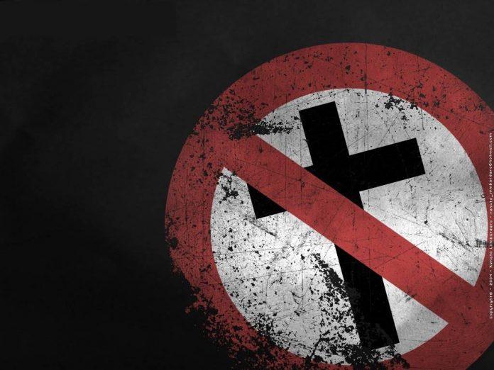 Placa que simboliza o ateísmo e a perseguição aos cristãos