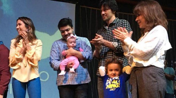 Patrícia Abravanel consagra a sua filha Jane em igreja evangélica