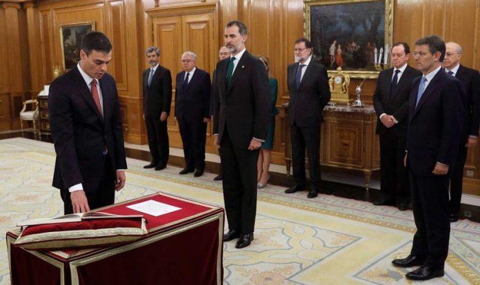 Primeiro-ministro da Espanha, Pedro Sánchez, se negou a jurar sobre a Bíblia, mas apenas diante da Constituição, na sua posse. (junho 2018)