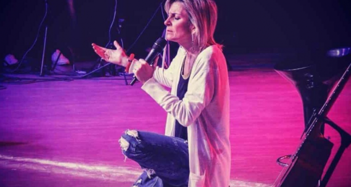 Pastora e cantora Ludmila Ferber