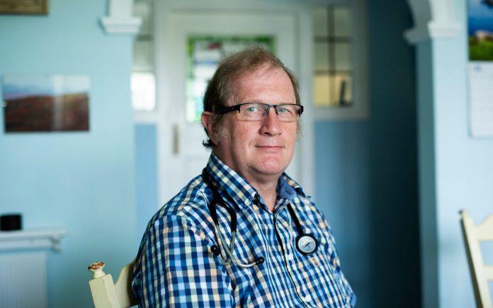 Dr. David Mackereth foi dispensado do Departamento de Trabalho e Pensões por suas convicções cristãs