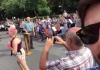 Danilo Gentili flagra ativistas LGBT hostilizando pastor durante pregação em espaço público em Nova Iorque