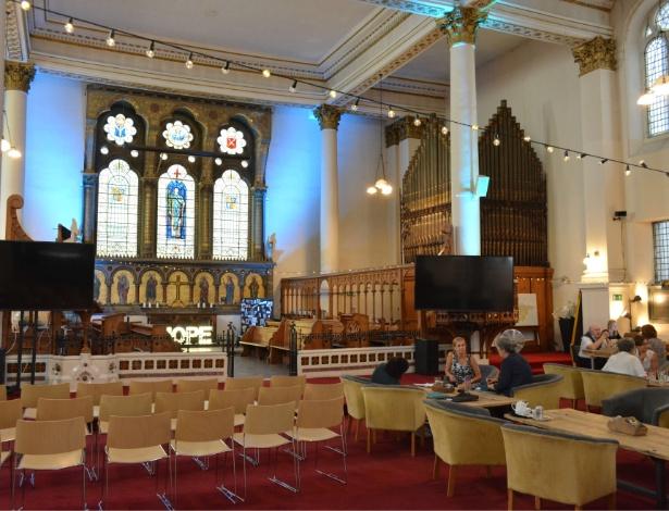 Igreja de São Jorge, em Londres, transformada em igreja-café