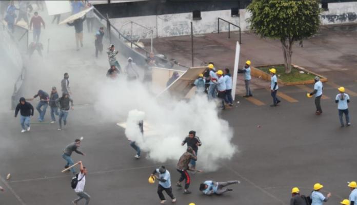Briga entre torcedores e evangélicos em Peru