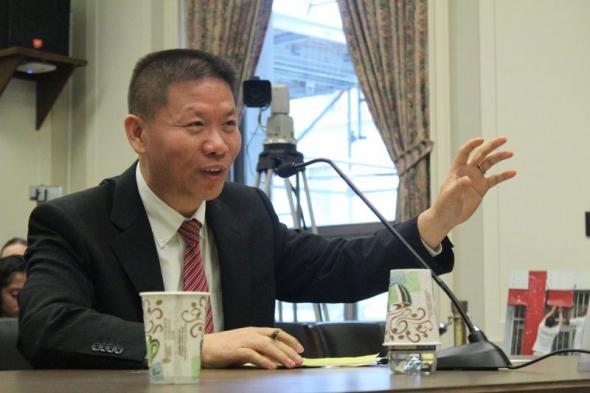 Rev. Bob Fu, fundador da China Aid, fala em uma audiência do Subcomitê de Assuntos Internacionais da Câmara sobre a crescente perseguição na China em Washington, DC em 27 de setembro de 2018.