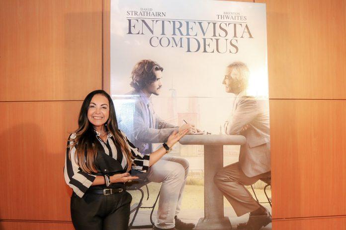 """Famosos como Cristina Mel marcaram presença na pré-estreia de """"Entrevista com Deus"""""""
