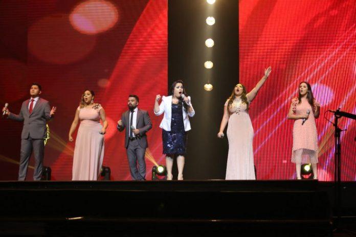 Cassiane cantando no Troféu Gerando Salvação