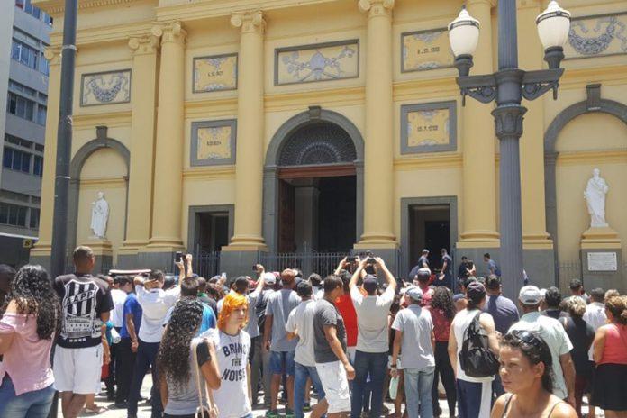 Atirador matou cinco pessoas e se suicidou dentro da Catedral Metropolitana, no centro de Campinas (a 100 km de São Paulo)