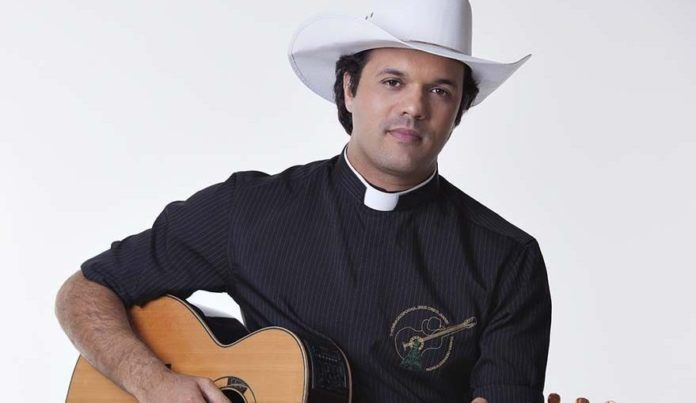 Padre sertanejo Alessandro Campos