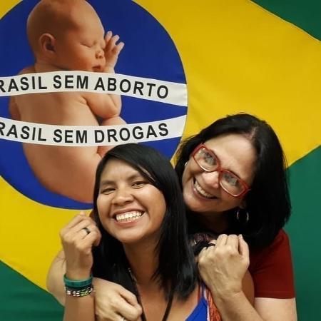 Ministra Damares Alves e sua filha adotiva