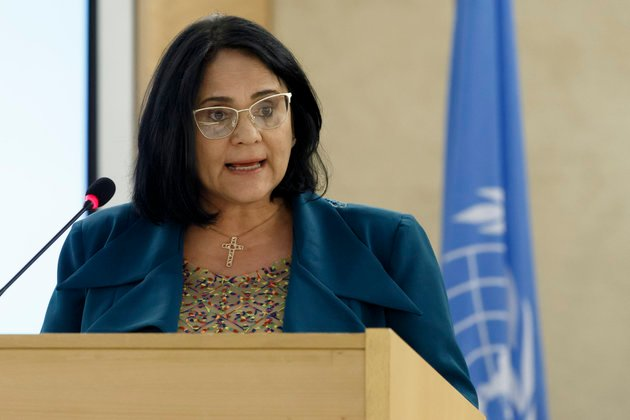 Ministra Damares Alves discursando na ONU