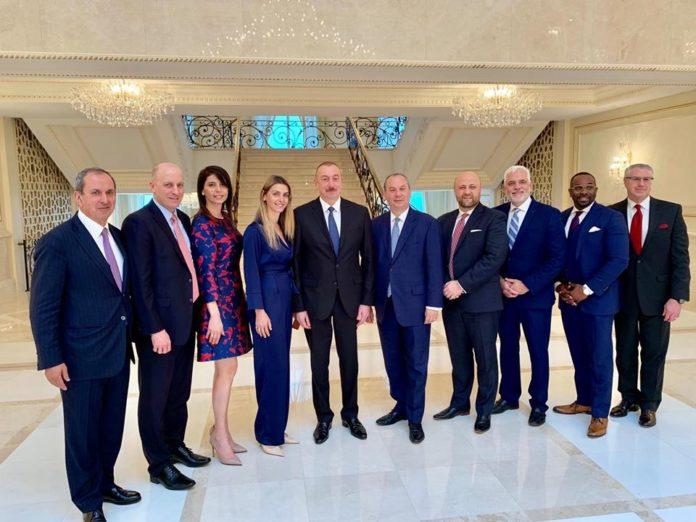 Pastores ao lado do presidente do Azerbaijão, Ilham Aliyev, em encontro histórico. (Foto: Marc Schneier)