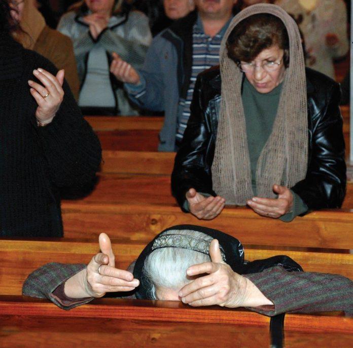 Cristão no Iraque orando