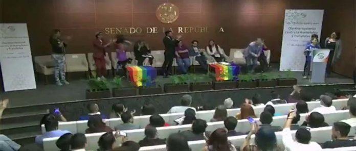 Fórum no Senado do México onde crianças foram apresentadas como sendo bissexuais