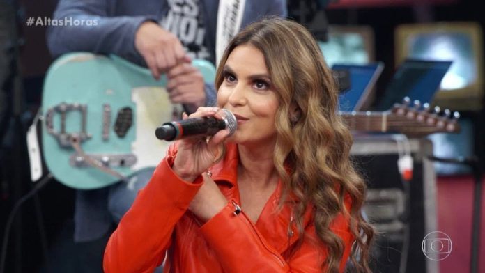 Aline Barros no programa 'Altas Horas' da Rede Globo, neste sábado, 4 de maio de 2019
