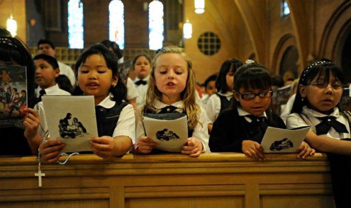 Escolas católicas na Austrália ensinam que Deus tem 'gênero neutro'. (Foto: Reprodução/StoryFox)