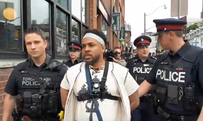 O pastor David Lynn foi preso após pregação na Gay Village, em Toronto. (Foto: Reprodução/Global News)