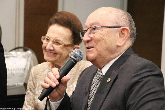 Wanda Freire Costa, ao lado do seu esposo, o pastor José Wellington Bezerra da Costa