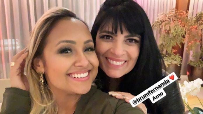 Bruna Karla e Fernanda Brum participam de jantar romântico do Flamengo