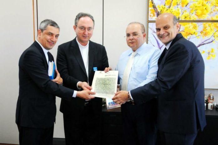 Governador Ibaneis Rocha com os bispos