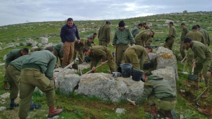 Soldados israelenses e arqueólogos descobrem a torre de vigia do tempo do rei bíblico Ezequias