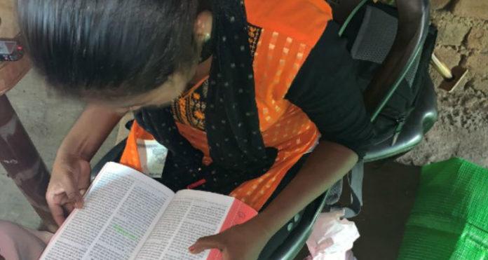 Adolescente permanece firme na fé em Jesus, na Índia, mesmo sendo totalmente ignorada pela família, que lhe nega até mesmo o alimento