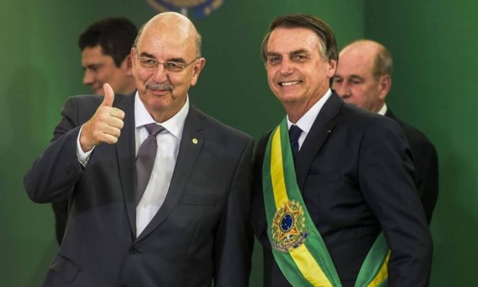 O ministro da Cidadania, Osmar Terra, e o presidente Jair Bolsonaro Foto: Reprodução/Facebook