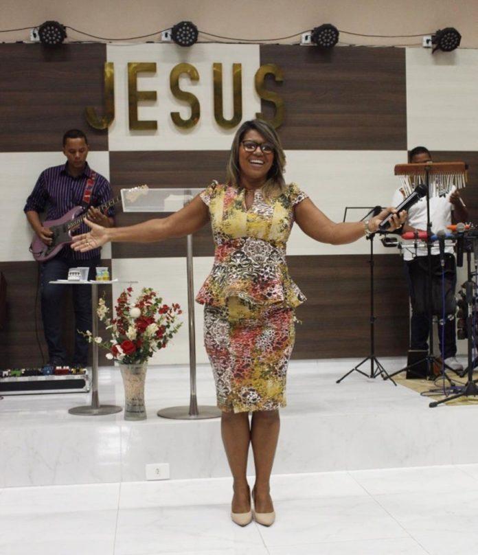 Débora Brasil, ex-dançarina de axé do grupo É o Tchan, hoje é missionária evangélica (Foto: Reprodução)