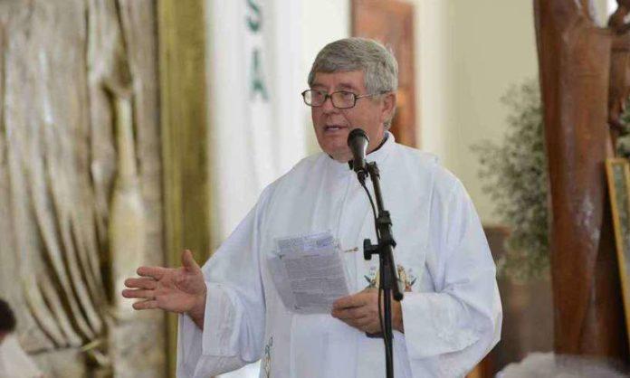 O padre polonês Kazimierz Wojno, 71 anos, mais conhecido como Casemiro, foi encontrado morto, amarrado e com arame farpado no pescoço.