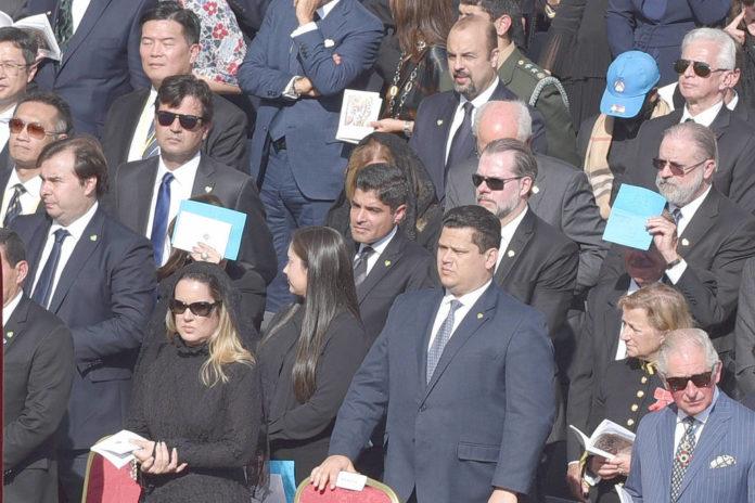 Autoridades brasileiras durante a cerimônia de canonização da Irmã Dulce, no Vaticano
