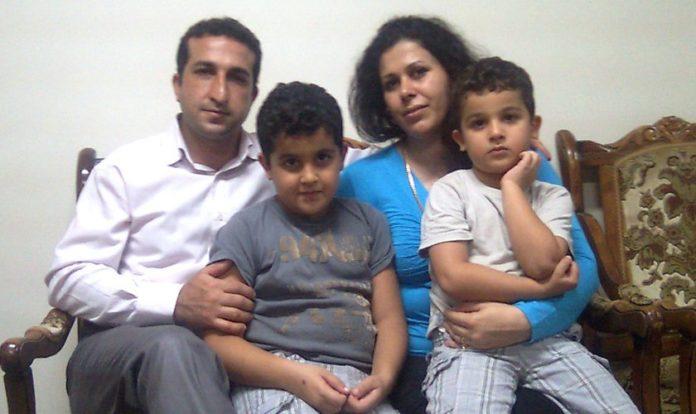 Pastor Youcef, filhos (ainda crianças) e esposa. (Foto: Beheard)