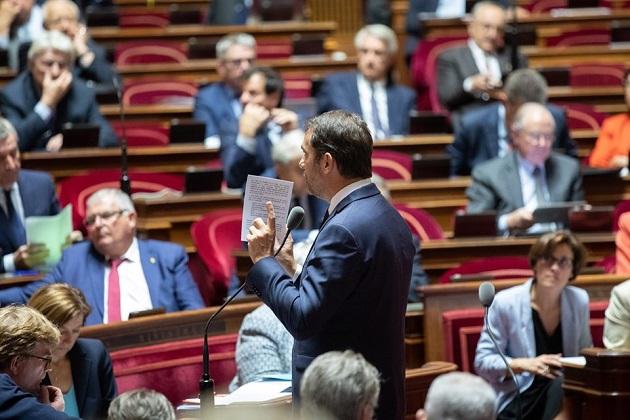 O ministro francês do Interior, Christophe Castaner, falando no Senado, em outubro de 2019. / Facebook