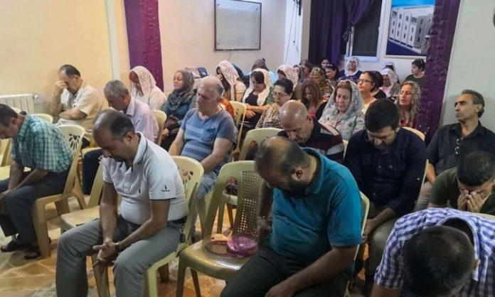 Cristãos de Qamishli oram pela paz na Síria