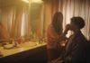 Cena do comercial da Sprite mostra a mãe maquiando o filho trans.