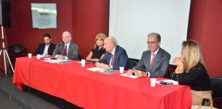 Da esquerda para a direita - Dr. Victor Pimentel, Dr. Gilberto Garcia, Dra. Rita Cortez, Professor Candido Mendes, Dr. João Theotonio, e, Dra. Guiomar Mairovitch. (Foto: Raul Moraes)