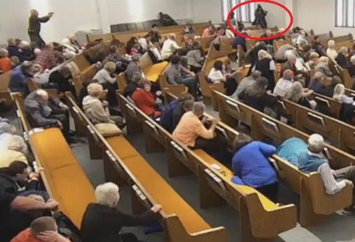 Homem atira contra fiéis e causa mortes em igreja do Texas Foto: Reprodução