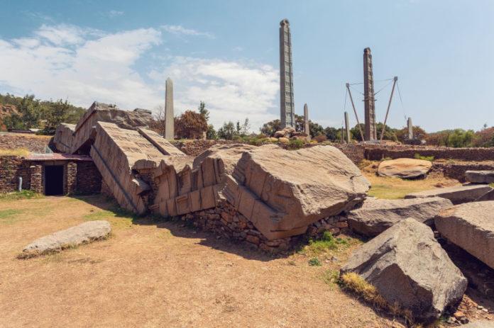 Obeliscos antigos na cidade Aksum, Etiópia. Patrimônio Mundial da UNESCO.