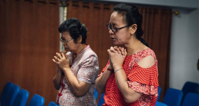 Cristãs orando na Ásia Central