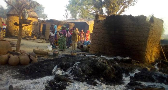Militantes islâmicos do Boko Haram deixam vilas destruídas no extremo norte de Camarões