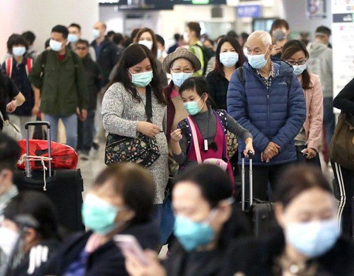Pessoas com máscaras para se proteger do coronavírus