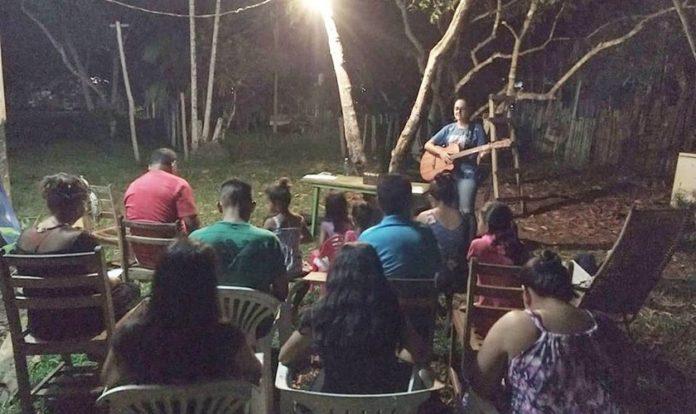 Os missionários Ednardo Neves e Gabriela Muzy plantaram a Igreja Batista Missionária no interior do Amazonas. (Foto: Missões Nacionais)
