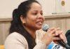 Asia Bibi recebe jornalistas durante entrevista coletiva na França