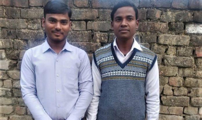 Os pastores Om Prakash (à esquerda) e Ajay Kumar enfrentam acusações infundadas em Uttar Pradesh, na Índia.