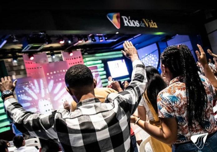 Culto na Igreja Rios de Vida, na Colômbia