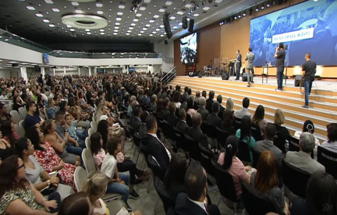 Silas Malafaia pregando na sua igreja Assembleia de Deus Vitória em Cristo no Rio de Janeiro